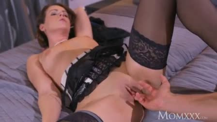 Dark pussy rubs huge pussy ilps
