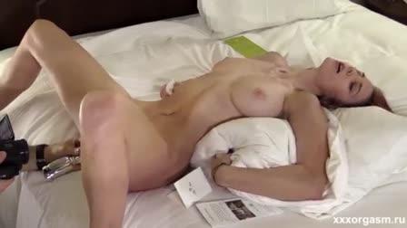Monique Woods fucks on massage table