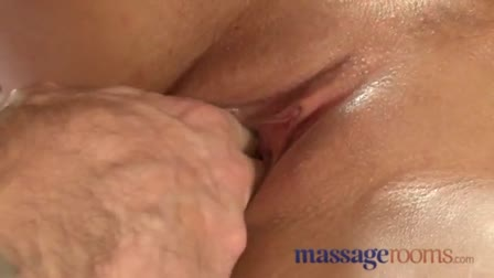 Sexy Luna Masturbating And Squirting